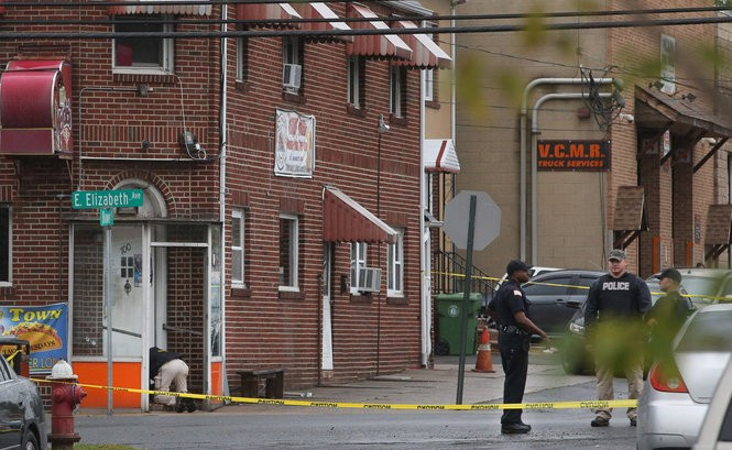 Investigators comb Merdie's Tavern in Linden foe evidence. Police were called there for a suspicious person sleeping in a vestibule. (Ed Murray   NJ Advance Media for NJ.com)