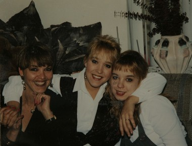 Kim Raffo, center, poses with her sister, Marie Santos, right, and her aunt, Bunny Didyk, in an undated photo. Raffia was 35 when she was killed by a suspected serial killer in Atlantic City. (Courtesy Marie Santos)