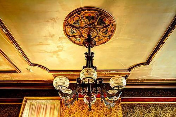 One of the original gas light fixtures in the Captain William Tyson House in Rochelle Park. (Facebook)