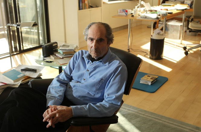 Roth in his Manhattan apartment in 2012. (John Munson | Star-Ledger file photo)