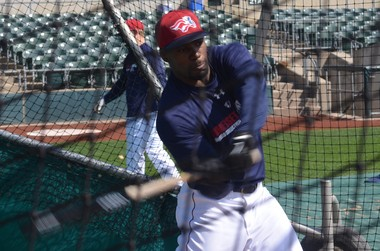 Former NFL wide receiver and Plainfield native Donald Jones works out with the Somerset Patriots during Spring Training.