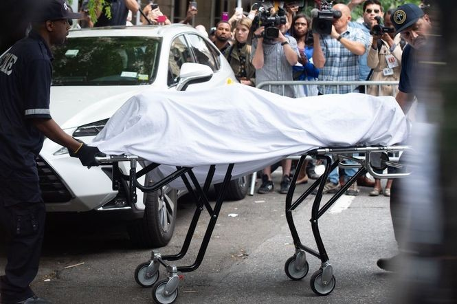The body of fashion designer Kate Spade is removed by New York City Coroner's Office personnel after she was found dead at age 55 at her Park Avenue apartment on June 5, 2018 in New York. Spade, one of the biggest names in American fashion, was found dead Tuesday in New York after committing suicide, police said. (Bryan R. Smith| AFP/Getty Images)