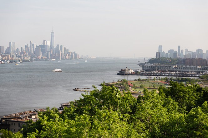 Located in Weehawken, Avora features unobstructed waterfront views, and residents are literally footsteps away from the ferry terminal and Light Rail station.