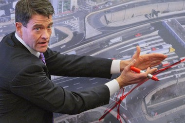 Bill Baroni, a former state senator and former deputy executive director of the Port Authority of New York and New Jersey, uses an aerial map in testifying about a supposed traffic study at the George Washington Bridge. The testimony took place before a legislative committee in November 2013. (File photo)