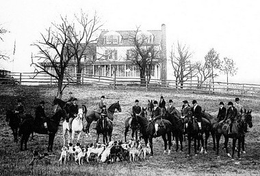 A photo of the Essex Fox Hounds in the early 20th Century