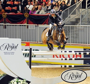 Leslie Howard and Utah on their way to winning the Ricoh Big Ben Challenge at the Royal Winter Fair