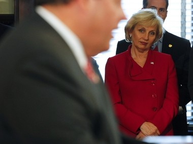 Former governors Kean and Byrne believe the state will be in capable hands if Lt. Gov. Kim Guadagno takes over as governor during a Christie presidential run in 2016.