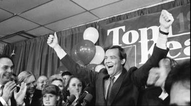 Gov. Tom Kean, shown here celebrating his 1985 re-election, will keep his record for the largest margin of victory in a New Jersey gubernatorial race (69.6 percent).