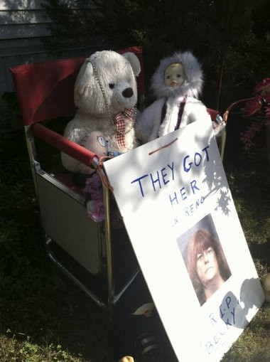 A makeshift memorial outside the mobile home where police found the badly decomposed body of Rebecca Wilson on May 30. A note announcing her mother's arrest can be seen.