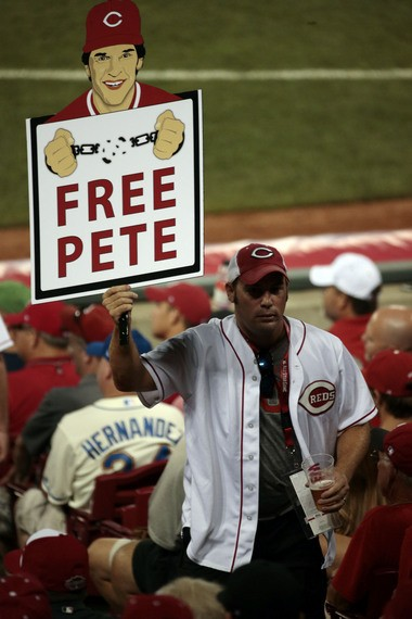 A fan holds a sign for Pete Rose during the fifth inning of the 2015 MLB All Star Game at Great American Ball Park in July. (David Kohl | USA TODAY Sports)