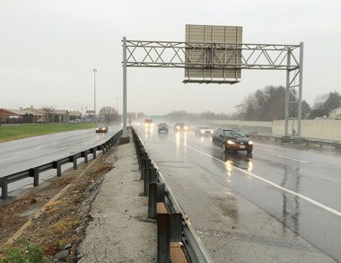 Southbound traffic seen here on Thursday, Dec. 17, 2015 on the right heading from the Delaware Memorial Bridge to Interstate 95. (Bill Gallo Jr.   For NJ.com)