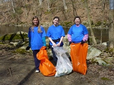 Pictured (from left) are Victoria Stabile, Olivia Cafferty and Diane Cafferty.