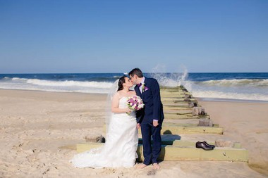Rebecca Cohen and Raphael Kasen chose to marry at the beach because of their love of the shore. (Allie Skylar Photography)