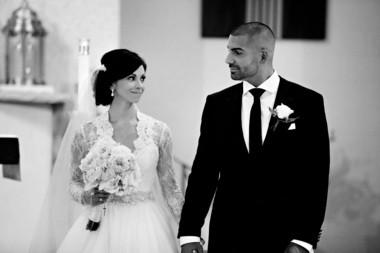 Adrienne Delli Santi and John Callandrello were married at St. Pius X Church in Montville. (Kella MacPhee Photography)