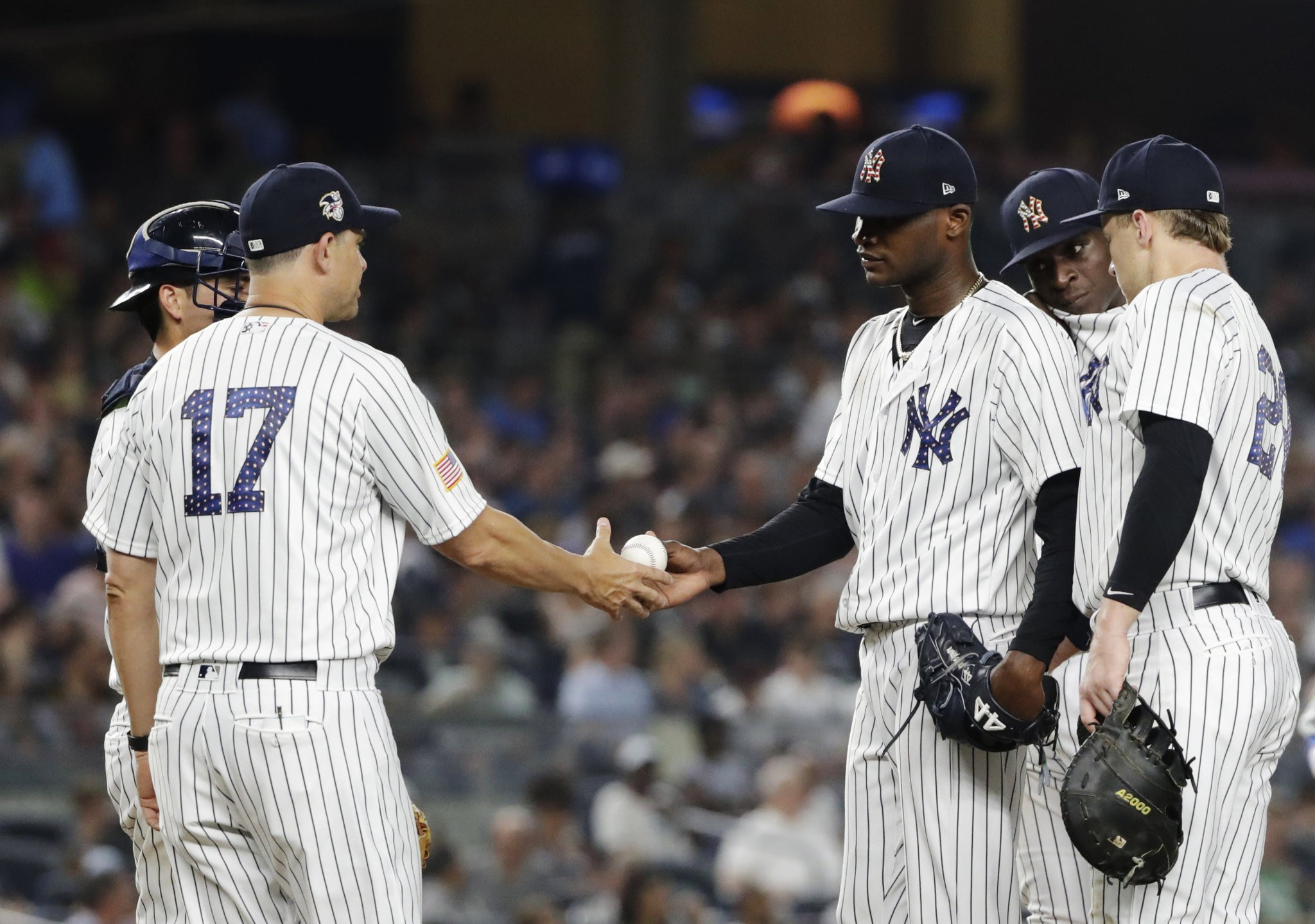 Why Yankees Aaron Boone Wore His Uniform Top For The 1st Time Nj Com