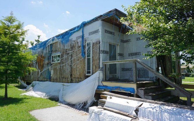 A derelict Make It Right house at 5012 N. Derbigny St. (Photo by Doug MacCash, NOLA.com | The Times-Picayune)
