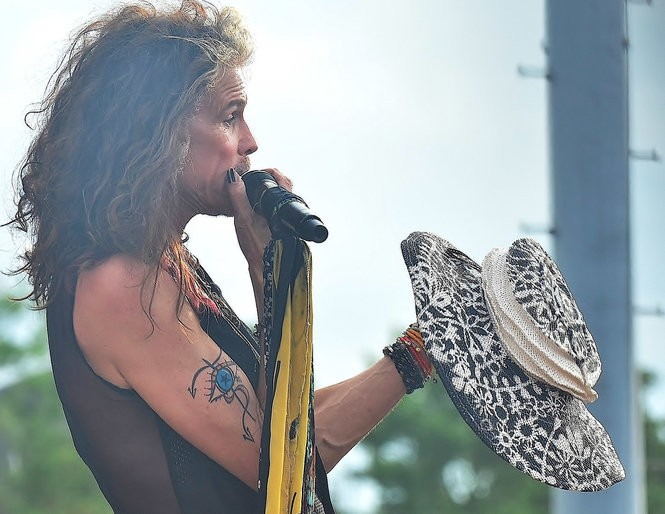Steven Tyler contemplates a Tracy Thomson hat at Jazz Fest 2018 (Photo by 'Dylan' James Stansbury)