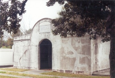 The Soon On Tong vault in Cypress Grove Cemetery, built in 1904, was used for ceremonies and temporary entombment until remains were ready for shipment back to China. When this old custom faded, Greenwood Cemetery became the final resting place, in below-ground graves, for many in the local Chinese-American community.
