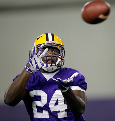 LSU linebacker Devin White could be one of four freshmen to get playing time with the linebackers this season.