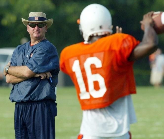 ARCHIVED PHOTO - Auburn quarterbacks coach Steve Ensminger during 2003 football practice. Aug. 11, 2003. Photo by Robin Conn. HVT