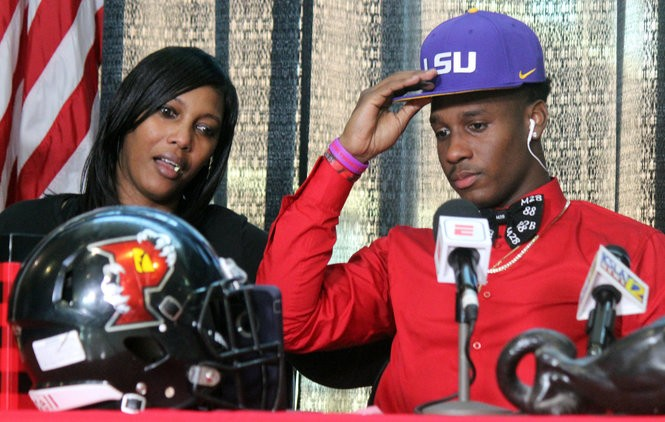 Parkway wide receiver Terrace Marshall with his mother Moeshia Brazzle during his signing ceremony on Friday, December 22, 2017. (Photo courtesy of Jerit Roser)