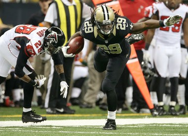 New Orleans Saints running back Chris Ivory (29) runs for a 56-yard touchdown against the Falcons on Nov. 11, 2012. Ivory expects to receive a restricted free agent tender, a source says.