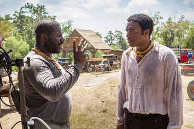 Director Steve McQueen, left, and actor Chiwetel Ejiofor discuss a scene on the set of McQueen's New Orleans-shot epic '12 Years a Slave.' (Jaap Buitendijk / Fox Searchlight)