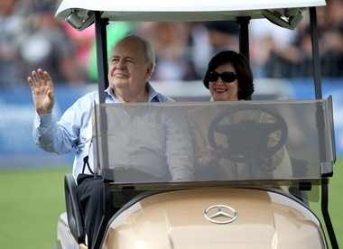 Saints owner Tom Benson and his wife Gayle greet fans during the first day of training camp back at the Saints facility in Metairie on Sunday, August 17, 2014.(Michael DeMocker, Nola.com / The Times-Picayune)