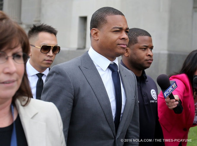 Former Saint running back Pierre Thomas, who is testifying, walks out of court for the lunch break during the trial of Cardell Hayes on Wednesday, December 7, 2016. (Photo by Michael DeMocker, NOLA.com   The Times-Picayune)