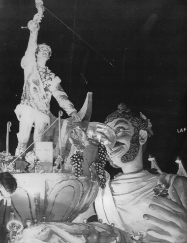 """""""Gomer Pyle USMC"""" star Jim Nabors toasts the crowd during his 1971 ride as celebrity monarch of the Krewe of Bacchus parade in New Orleans in its annual carnival parade. (AP file/The Times-Picayune archive)"""
