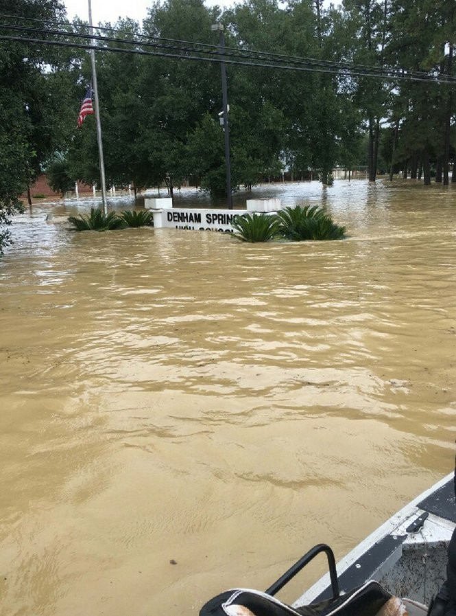 d3a28e3b8a8 Floodwaters inundate Denham Springs High School Saturday Aug. 13