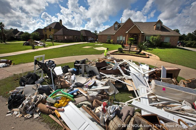 Residents come to terms with their losses as they muck out their flooded homes in Baton Rouge, Thursday, August 18, 2016. (Photo by Ted Jackson, Nola.com | The Times-Picayune)