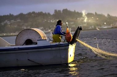 Sportfishing groups are opposed to changes in a five-year-old plan to end gill-netting on the mainstem lower Columbia River in 2017. Changes are being considered by the state Fish and Wildlife Commission.