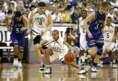 CJ McCollum (center), who played high school basketball with Kosta Koufos (second from left) at GlenOak High School in Canton, Ohio, stood just 5-foot-2 as a freshman.