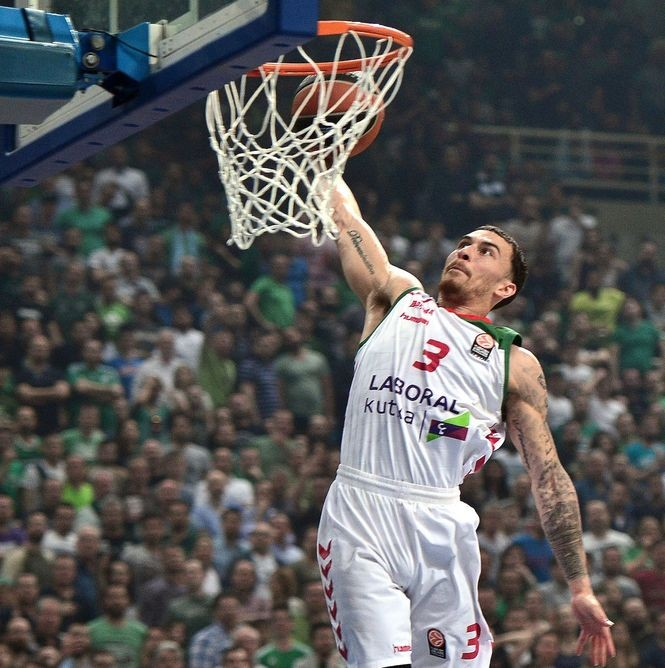 Mike James, shown here playing for Laboral Kutxa in April 2016, became a Greek League star in 2016-17. He helped Panathinaikos win both the Greek Cup title and the Greek Basket League championship in the 2016-17 season. (Photo by LOUISA GOULIAMAKI/AFP/Getty Images)