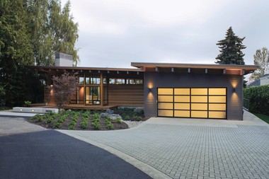 Scott Edwards Architecture designed this award-winning house, known as the Hotchkiss Residence.