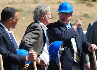 Seattle energy consultant Martin Shain, left, and then Gov. John Kitzhaber talk with Chris Maples, former president of Oregon Institute of Technology, at the ground-breaking ceremony for Oregon's Solar By Degrees program in August of 2011.