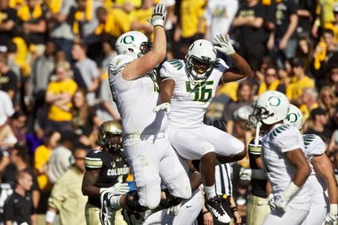 Oregon Ducks linebacker Michael Clay (46) celebrates after an interception and TD.