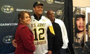 Arik Armstead (center) with is mother Christa and father Guss at the U.S. Army All-American Bowl.