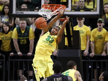 Oregon's Carlos Emory finishes an alley-oop dunk after a three-quarters-court pass from Johnathan Loyd during the Ducks' victory over Washington on Saturday.