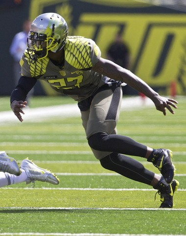Oregon cornerback Terrance Mitchell (27) closes in on a receiver during UO's spring game at Autzen Stadium in 2013.