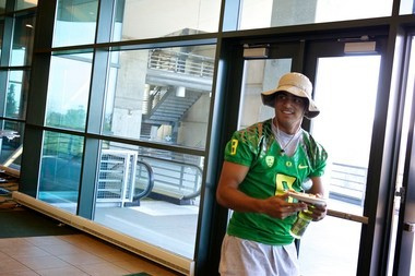 Oregon quarterback Marcus Mariota has a lot of things on his mind before his sophomore season, but fame and attention are not among them. On Monday, he had to leave media day early to attend a biology lecture.
