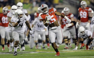 Ohio State's Ezekiel Elliott (15) runs for a touchdown against Oregon while wearing a style of jersey that recently was prohibited by the NCAA.