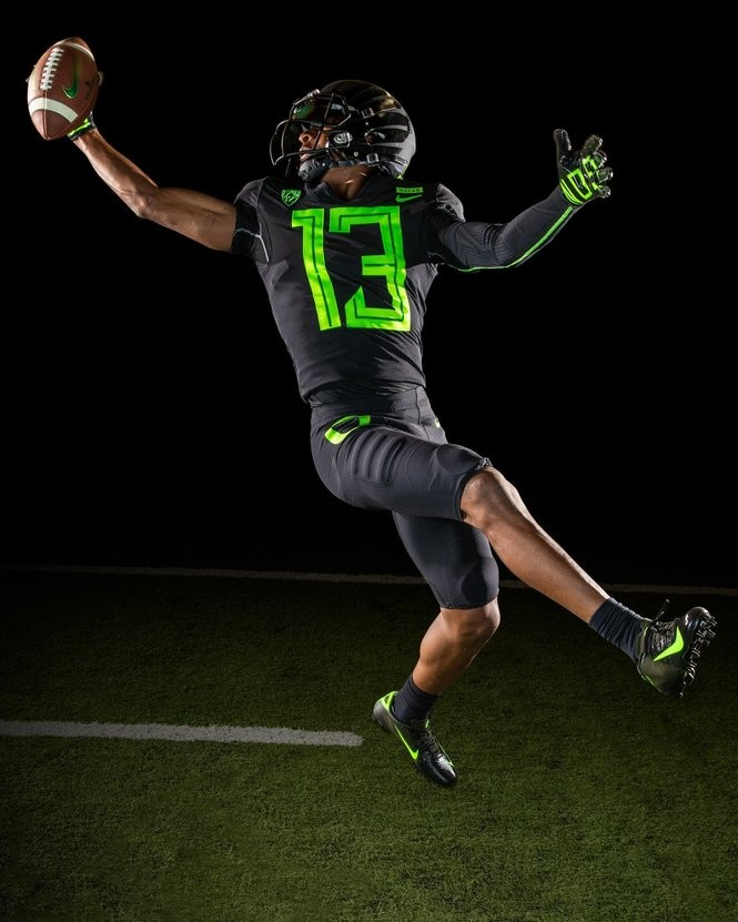 competitive price ec9b1 3353f Oregon Ducks unveil new 2018 football uniforms (PHOTOS ...
