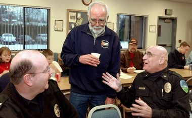 Bob Davis (center) talks with former police chiefs Glenn Van Blarcom and Tom Lowther at his retirement party in 2004.