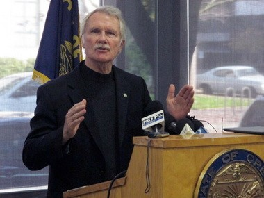 On Nov. 1 Gov. John Kitzhaber said that with federal deadlines looming, people need to send in applications rather than wait for Cover Oregon, the state's health insurance exchange.