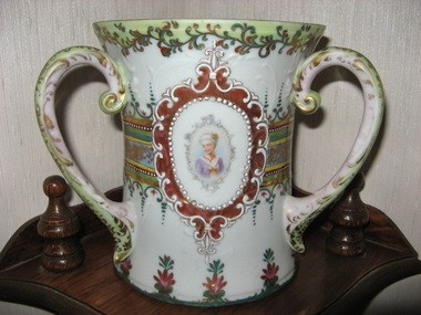Family treasures, finds and mysteries Vase portrait