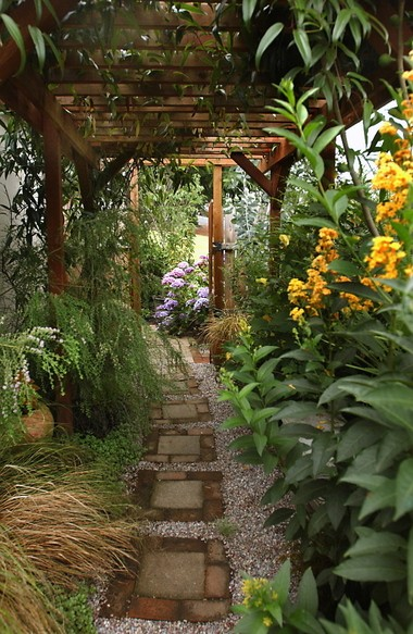 Ideas For Creating Beautiful Useful Side Yards That Work With Any