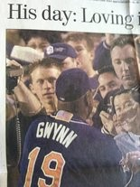 An image of Tony Gwynn thanking his fans from the special section of the San Diego Union-Tribune in October 2001.