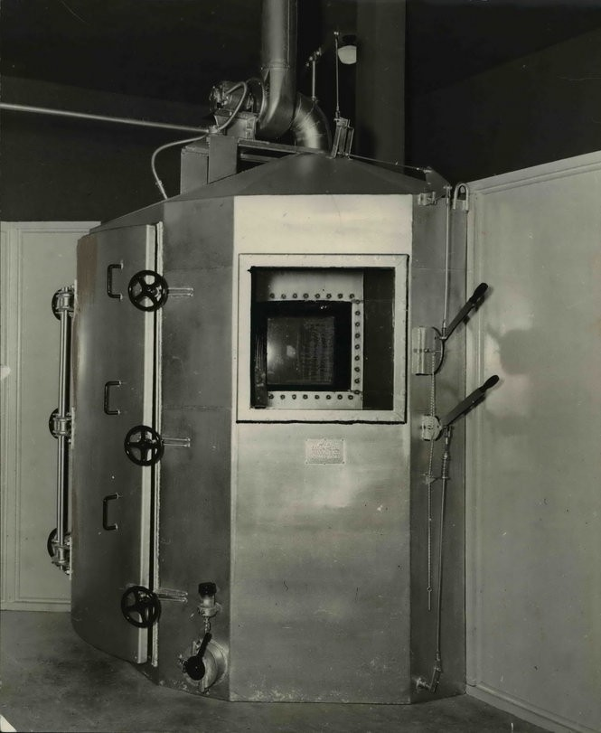 Many people wrongly convicted in Oregon pleaded guilty to avoid the death penalty, according to experts. Oregon's lethal gas chamber in 1937. (The Oregonian archives)